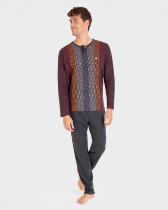 Pijama de hombre con tapeta y botones.