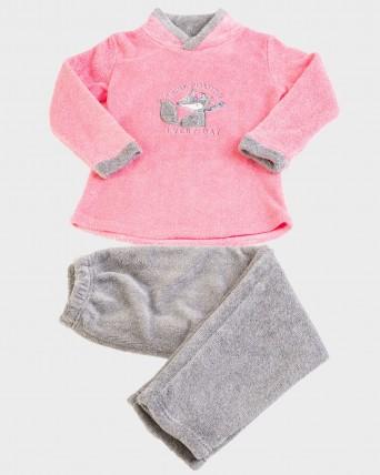 Pijama de niña tipo polar de manga larga y pantalón largo.