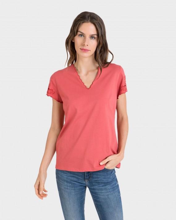 Camiseta de mujer de manga corta con encaje